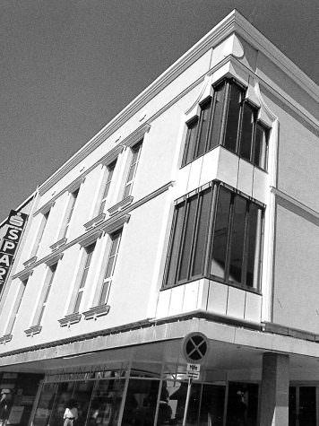Die neu gestaltete Fassade des Modehauses